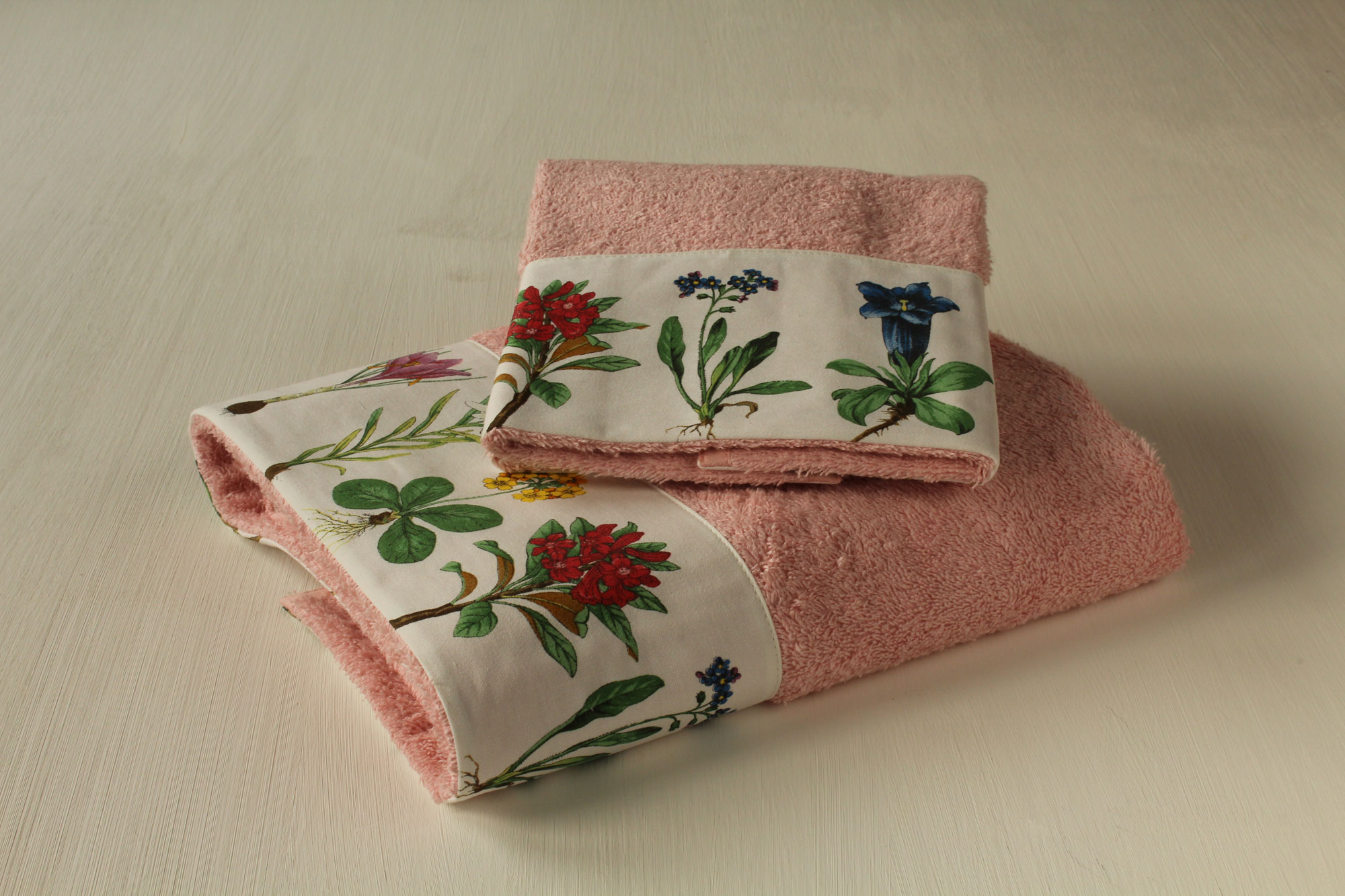 Coppia asciugamani Fiori Montagna - Giardino di Rose: Biancheria per ...