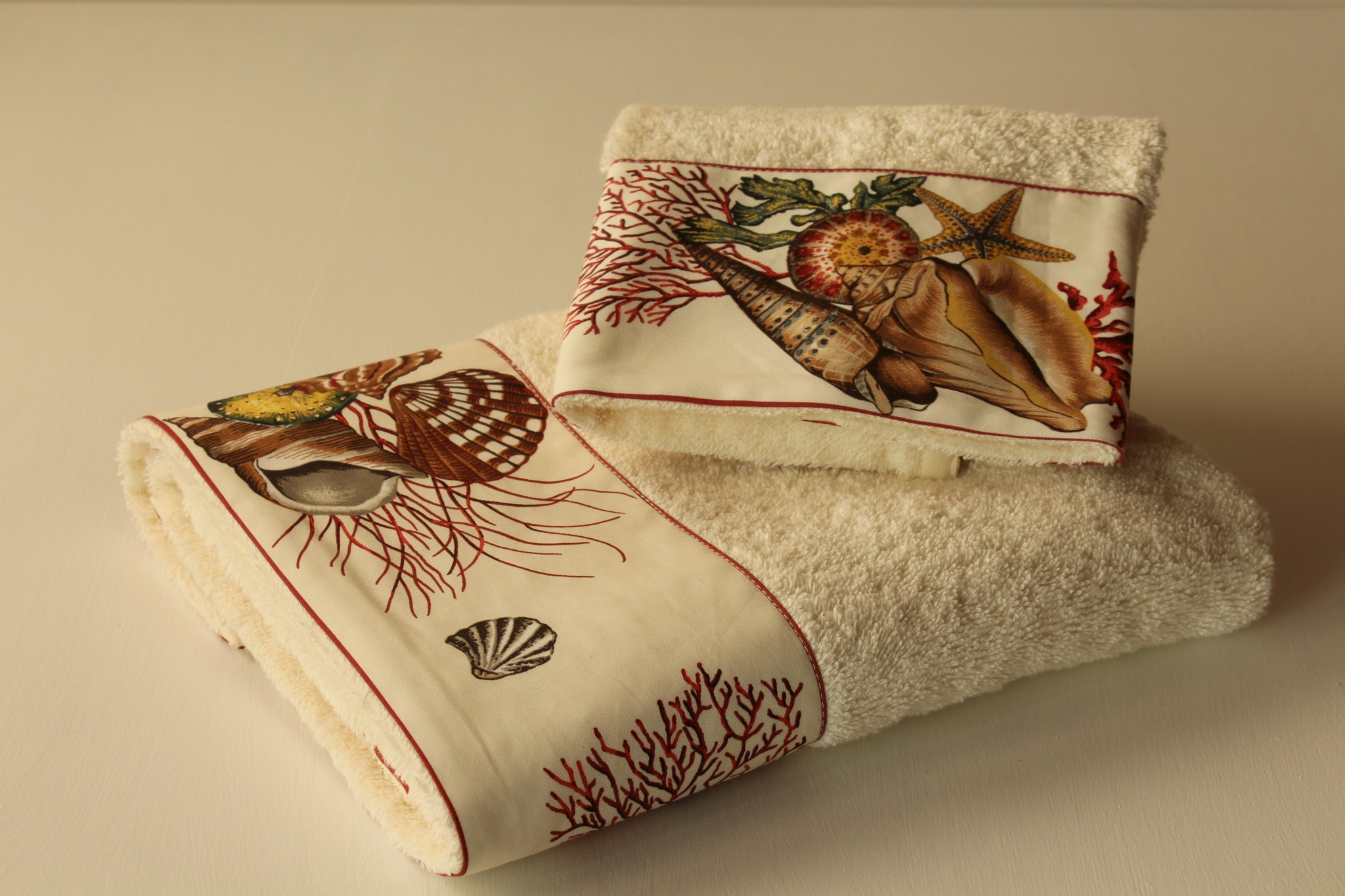 Coppia asciugamani Coralli e Conchiglie - Giardino di Rose ...